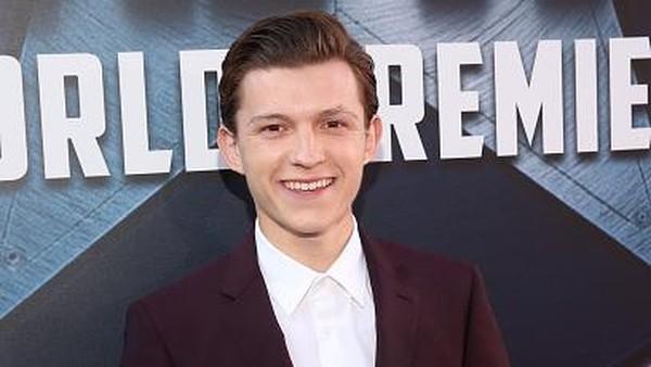 Tom Holland Sebut Kostum Spider-Man Teknologi Paling Canggih