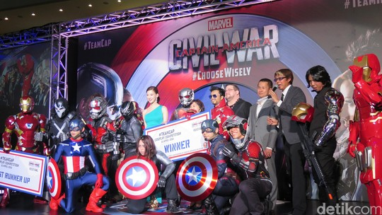 Kontes Cosplay di Blue Carpet Captain America: Civil War