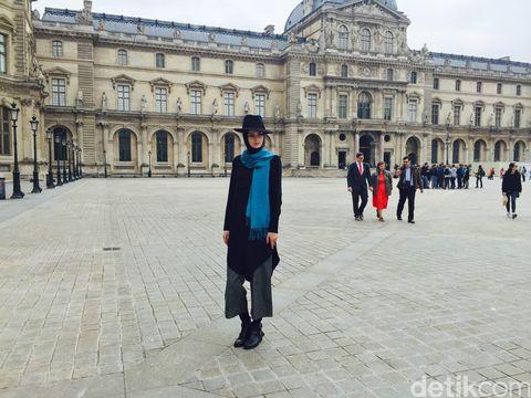foto ketika wanita belanda pakai hijab buatan indonesia