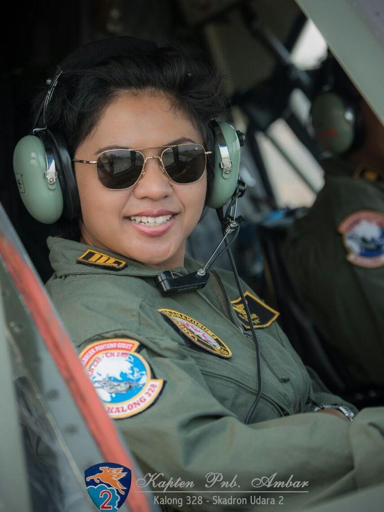 Keluarga dan Negara, Kisah di Balik Kehidupan Seorang Pilot Militer Wanita
