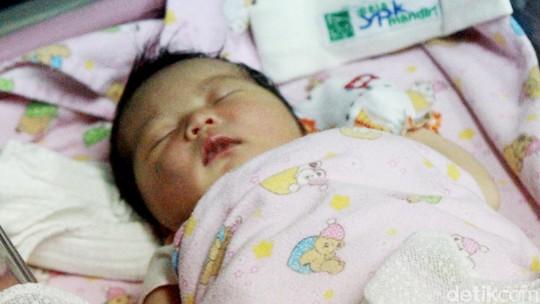 Kebahagiaan Tantri Kotak Lahirkan Putri Pertama