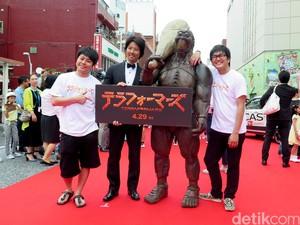 Para Bintang di <i>Red Carpet</i> Okinawa International Film Festival