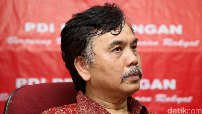 Aktivis Syahganda Nainggolan di Kantor DPD PDIP Jakarta, Senin (25/4/2016).