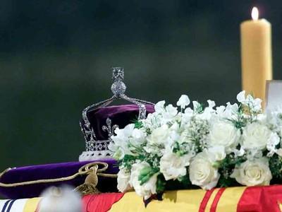 Mitos Mahkota Kerajaan Inggris: Jika Berliannya Copot, Akan Ada Malapetaka