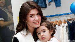 Bagi Carissa Puteri, Setiap Hari adalah Hari Ibu