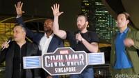 Tim Captain America menjawab tantangan Tim Iron Man di Singapura.