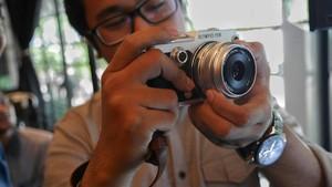 Cermin di Kamera Digital, Masih Perlu?