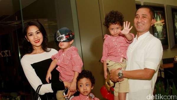 Kebersamaan Lukman Sardi dengan Istri dan 3 Anaknya