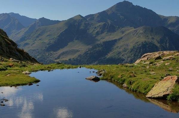 Saat musim semi dan panas, area pegunungannya indah banget.(Visit Andorra)