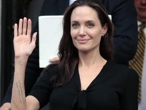 Berkaca Pada Angelina Jolie, Bagaimana Cara Antisipasi Tumor dan Kanker?