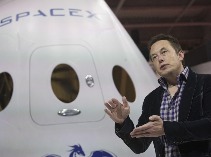 SpaceX CEO Elon Musk speaks after unveiling the Dragon V2 spacecraft in Hawthorne, California May 29, 2014. Space Exploration Technologies announced April 27, 2016, it will send uncrewed Dragon spacecraft to Mars as early as 2018, a first step in company founder Elon Musks goal to fly people to another planet. REUTERS/Mario Anzuoni/File Photo