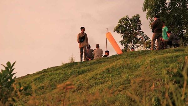 Tidak sedikit muda-mudi setempat hingga wisatawan yang datang ke Bukit Langkisau. Biasanya bukit ini ramai dikunjungi pada pagi dan sore hari (Randy/detikTravel)