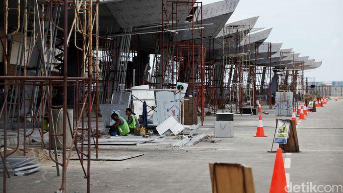 Pembangunan Terminal 3 Ultimate Soekarno-Hatta terus dikebut, Sabtu (30/4/2016). Saat ini pembangunan terminal itu sudah mencapai 98 persen.