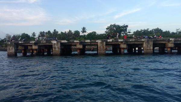 Kabupaten Biak Numfor memiliki tiga pulau besar, yaitu pulau Biak, Pulau Supiori (sekarang Kabupaten Supiori), dan Pulau Numfor. Selain itu terdapat pula terdapat pulau-pulau yang cukup banyak jumlahnya. Hampir semua pulau itu dihuni penduduk. Daerah ini memang kaya akan obyek wisata. Ahmad Masaul Khoiri/detikcom
