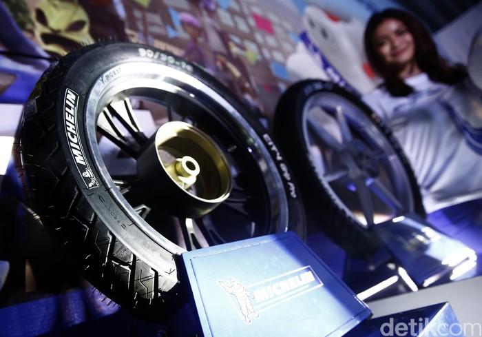 Michelin Indonesia meluncurkan ban City Grip Pro di Jakarta, Sabtu (30/4/2016). Ban dirancang bagi pengendara tunggal atau berboncengan dan diklaim bisa menembus kontur jalan yang ekstrem.