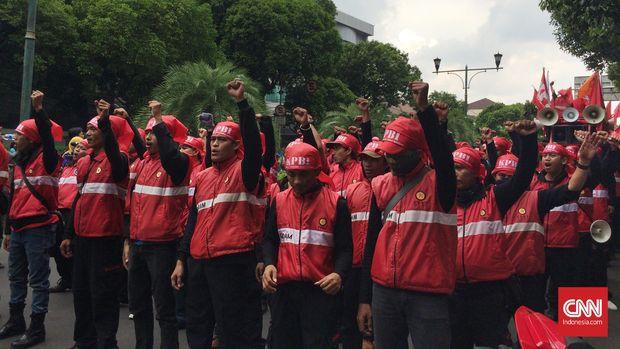 Buruh Sebut Jokowi Salah Arah soal Perpres TKA