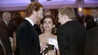 Emma tampak mengobrol dengan tamu lainnya. Olivier Douliery-Pool/Getty Images/detikFoto.