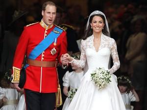 Kini Anda Juga Bisa Miliki Potongan Kue Pengantin Pangeran William dan Kate Middleton