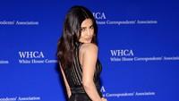 Pose Priyanka saat di red carpet. Larry Busacca/Getty Images/detikFoto.