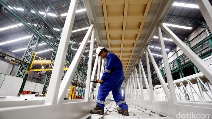 PT Bukaka Teknik Utama Tbk merupakan perusahaan yang memproduksi garbarata atau jembatan naik dan turun pesawat satu-satunya di ASEAN. Pabrik ini berada di Cileungsi, Bogor.