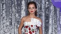 Penampilan Emma tampak berbeda dari sederet aktris dan model lainnya yang hadir. Nicholas Hunt/Getty Images for Yahoo/detikFoto.
