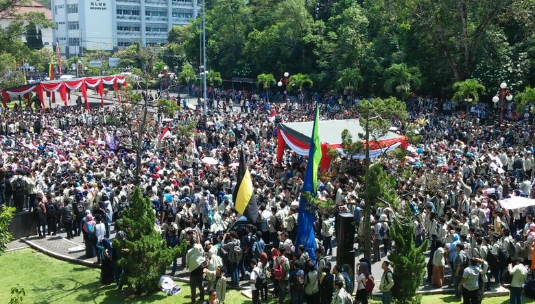1.000-an Mahasiswa UGM Demo Menolak UKT dan Relokasi Kantin Bonbin