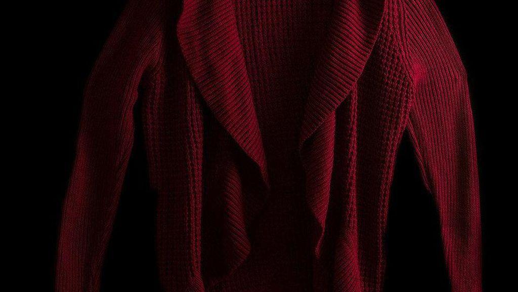 Fotografer Ini Buat Seri Foto Baju-baju yang Dipakai Korban Kekerasan Seksual