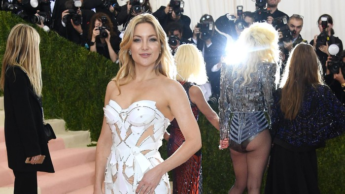 NEW YORK, NY - MAY 02:  Kate Hudson attends the Manus x Machina: Fashion In An Age Of Technology Costume Institute Gala at Metropolitan Museum of Art on May 2, 2016 in New York City.  (Photo by Larry Busacca/Getty Images)