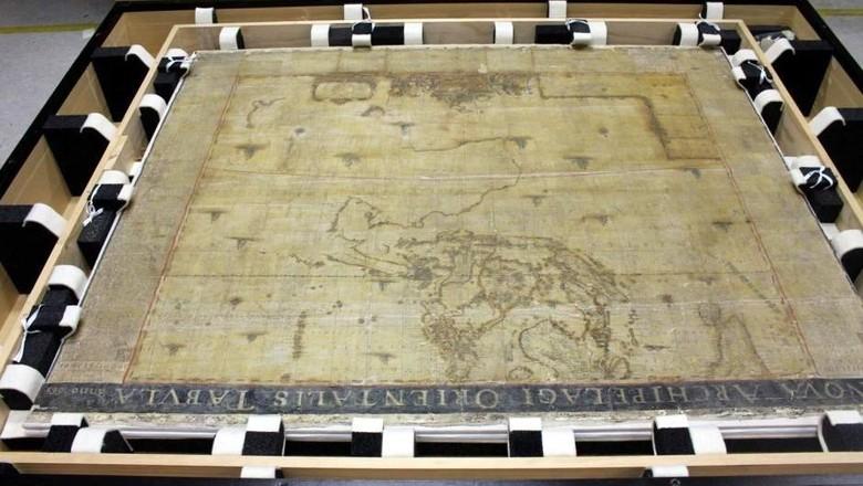 Peta Langka Asia dan Tasmania Berusia Hampir 400 Tahun Direhabilitasi di Universitas Melbourne