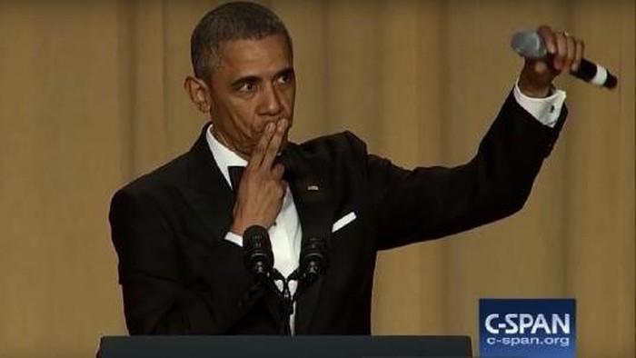 Obama sengaja jatuhkan mikrofon saat menutup pidatonya (CSPAN/YouTube)
