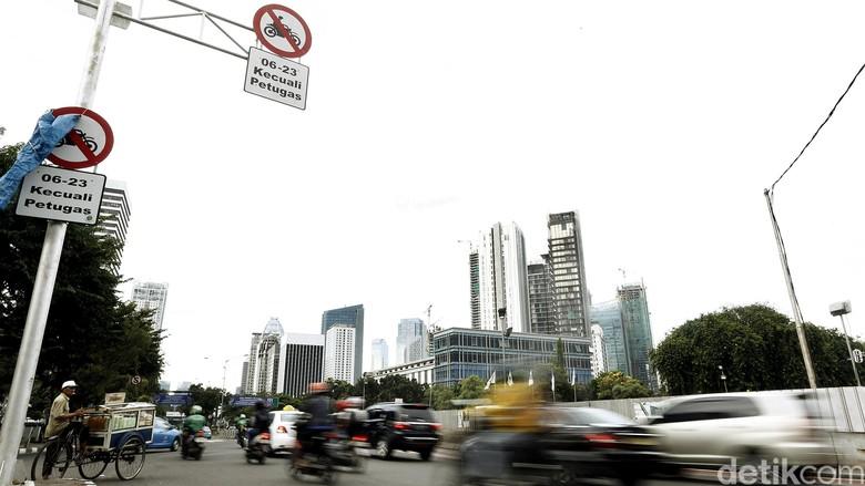 Wacana Larangan Motor Melintas di Jalan Protokol Masih Bakal Berlaku Foto: Rengga Sancaya
