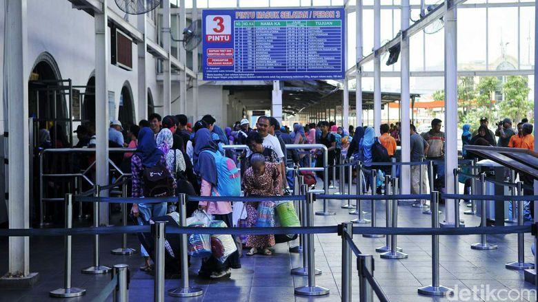Pt Kai Terapkan Sistem Check In Dan Boarding Pass Di Stasiun Pasar Senen