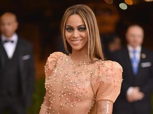 Penampilan Beyonce Bergaun Latex Superketat ini <i>Yay or Nay</i>?