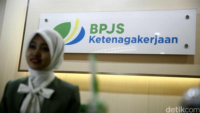 Direktur Pengembangan Investasi BPJS Ketengakerjaan, Krishna Sarif melakukan sidak di Kantor Cabang Jakarta Menara Jamsostek, Selasa (3/5/2016).
