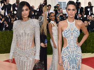 Gaya Anggun nan Seksi Kendall dan Kylie Jenner di Met Gala 2016