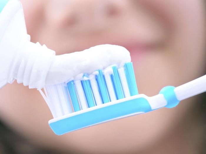 Menurut penelitian, kaum milenial malas membersihkan gigi. Foto: Thinkstock