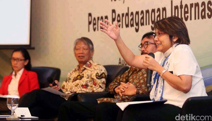 Deputi III Bidang Kajian dan Pengelolaan Isu-Isu Strategis, Kantor Staf Presiden, Denni Puspa Purbasari memberikan pemaparan dalam diskusi peningkatkan ketahanan pangan di Indonesia.