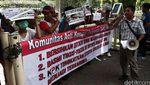Puluhan Orang Demo di Gedung KPK