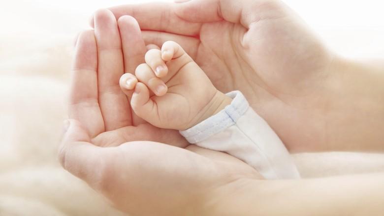 Ilustrasi ibu baru melahirkan dan pemakaian medsos/ Foto: Thinkstock