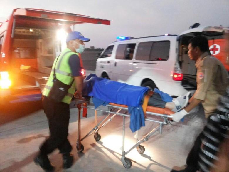 Pesawat Hong Kong Airlines Turbulensi, Ini Foto-foto Saat Korban Dievakuasi