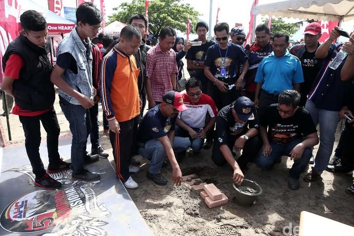 Peletakan Batu Pertama Tugu Bikers Indonesia