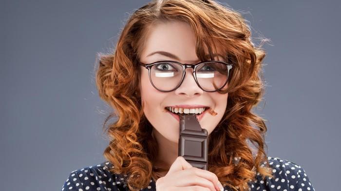 Makan cokelat bermanfaat untuk kesehatan usus lho. Foto: Thinkstock