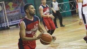 Pose si Ganteng Samuel Rizal