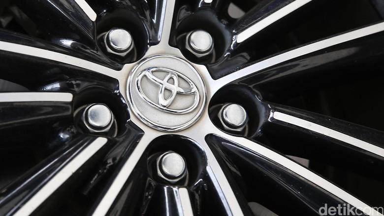 Logo Toyota (Foto: Ari Saputra)