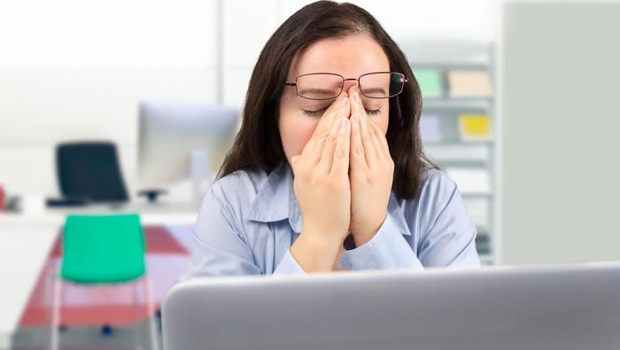 Tekanan darah normal namun sering merasa pusing dan sakit kepala, apa ya penyebabnya? Simak penjelasan dari dokter berikut ini. Foto: Thinkstock