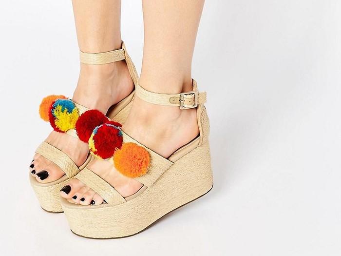 Editor s Choice  Atraktif dengan Variasi 5 Sepatu Aksen Pom Pom 3fa16f9d47
