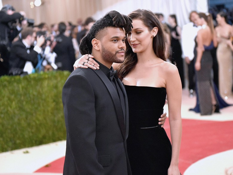 The Weeknd dan Bella Hadid Kepergok Ciuman di Coachella