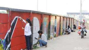 Aksi Ladies On Wall di Tembok Tol Cijago