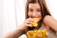 Kenapa Jelang Haid Wanita Ngidam Berat Makan Junk Food?