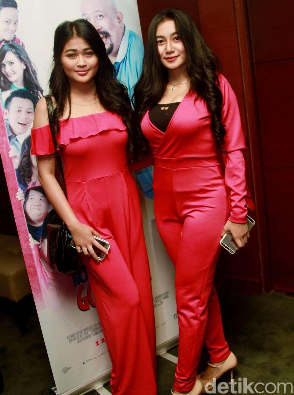 Duo Serigala Tampil Pinky